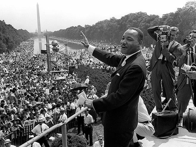 MLK standing at the national mall giving a speach.